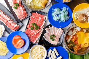 【台中·北區】街熹鍋|來自新加坡的食尚迴轉鍋物,特色肉骨茶,想吃什麼就拿,大人小孩都能滿足~