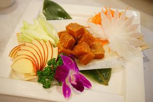 【台中·西屯區】梅子活海鮮餐廳|梅子餐廳的野生烏魚子是自家獨門自製的,滋味跟一般市售的不太一樣