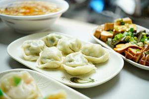 【台中·西區】南京水餃專賣店|據說是台中最好吃的水餃店,而且口味眾多,每日手工現包新鮮度就是不一樣!