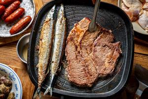 【台中·北區】日盛精緻牛排館|比臉大牛排、日本巨無霸牡蠣、澳洲和牛橫膈膜,超值烤肉組合!