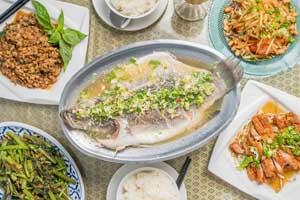 【台中·西區】泰品泰式料理|便當熱炒樣樣有,滿足上班族平日也想吃泰式料理的心情