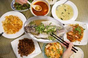 【台中·西區】泰品泰式料理|地道的街邊泰國菜!平價銅板美食分享給想念泰國的你